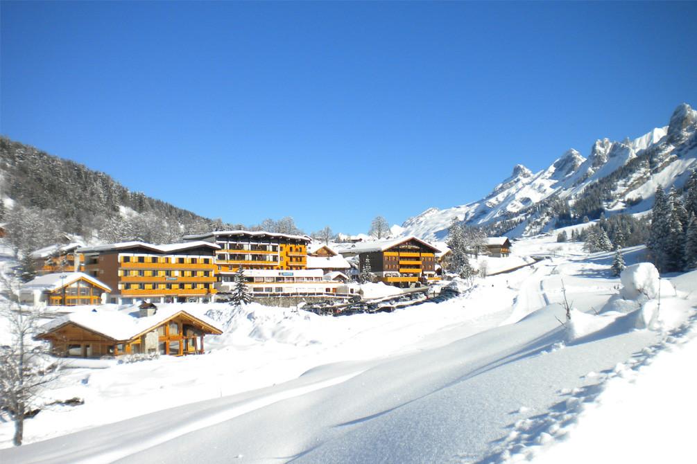 village vacances la clusaz confins neige
